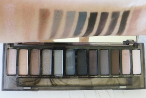 ud_naked_smoky_Swatches